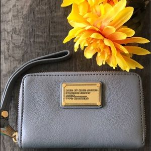 MARC by MARC JACOBS GRAY LEATHER ZIP PHONE WALLET